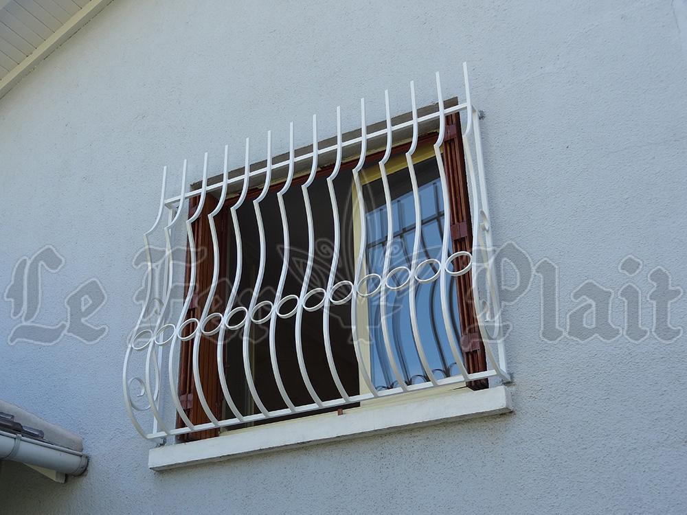 Le Fer Plait ferronnier à eaubonne dans la val D'oise 95 grille de défense sur mesure pour une fenetre au première étage.
