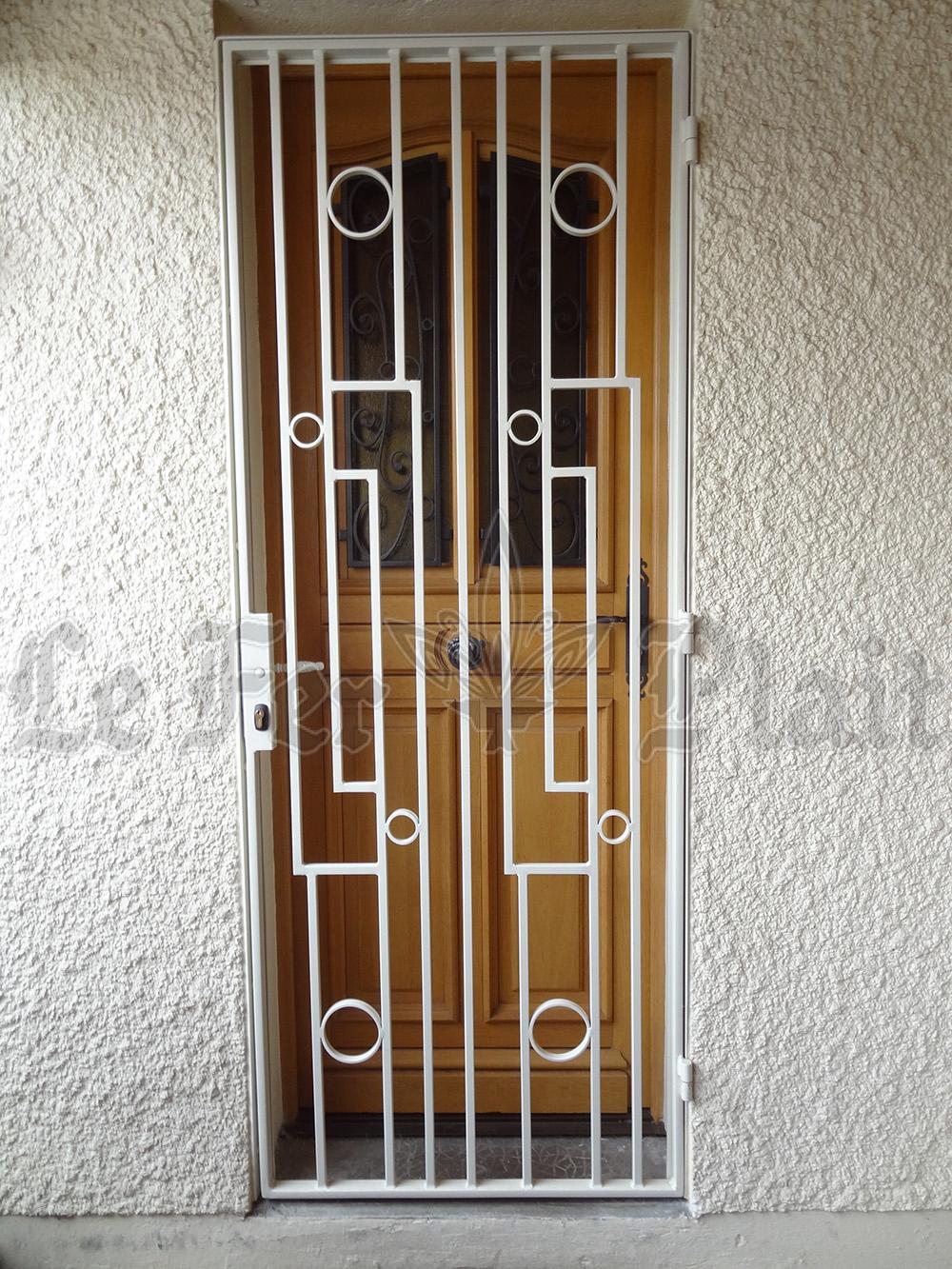 Le Fer Plait ferronnier à eaubonne dans la val D'oise 95 grille de defense pour porte d'entrée sur mesure pour une porte d'entrée.