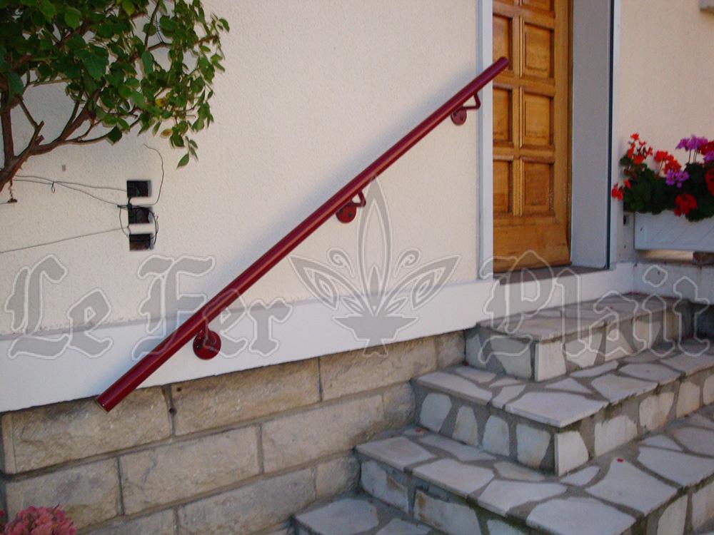 Le Fer Plait ferronnier à eaubonne dans le val D'oise 95 main courante escalier extérieur fer forgé sur mesure pour éviter les chutes accidentelles.