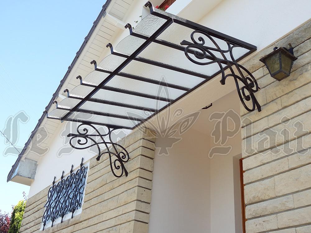 Le Fer Plait ferronnier à eaubonne dans le val D'oise 95 marquise de porte en fer forgé pour protéger de la pluie la porte.