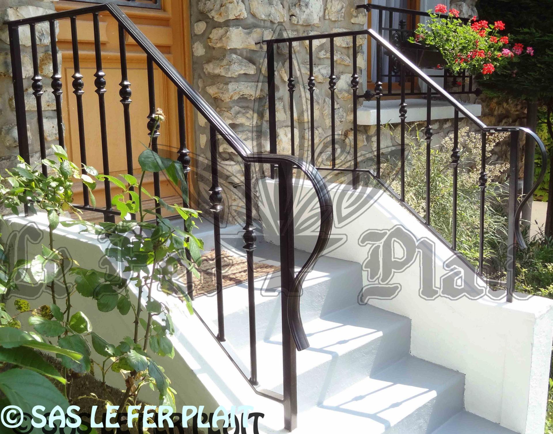 Le Fer Plait ferronnier à eaubonne dans le val D'oise 95 rampe escalier fer forgé sur mesure pour éviter les accidents dans les escaliers.
